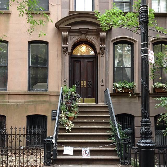 La casetta di Carrie nel West Village, abitata da un simpatico signore che odia gli intrusi.